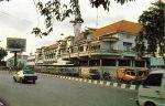 gedung-pertokoan-dan-biliar-central-di-jalan-tunjungan-pertigaan-jl-embong-malang-jlbasuki-rachmat-surabaya-difoto-tahun-19902