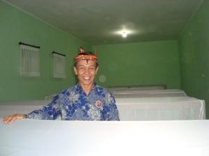 Yousri Nur Raja Agam di tengah pemakamam Komplek Sawunggaling