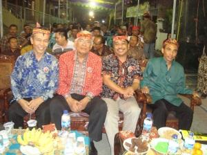 Yousri Nur Raja Agam bersama Dr.Tjuk Sukiadi, DR.Suko Widodo dan Mulyadi saat acara Gelar Doa dan Angkat Budaya Sawunggaling, 12 September 20123 di Lidah Wetan, Surabaya