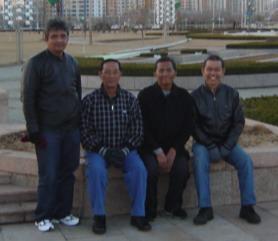 Kami bertiga dijamu CEO Jawa Pos H.Dahlan Iskan di Kota Yantai, Tiongkok bagian Utara yang berbatasan dengan Laut Korea