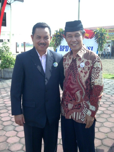 Yousri Nur Raja Agam bersama Walikota Padang Fauzi Bahar saat berkunjung ke Kota Surabaya