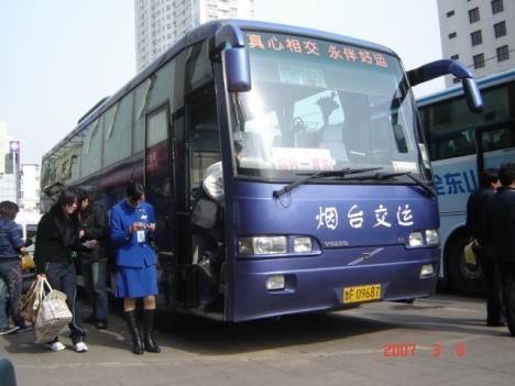 Naik bus umum antarkota bagaikan naik bus pariwisata dengan terminal yang ditata rapi seperti bandara di Indonesia