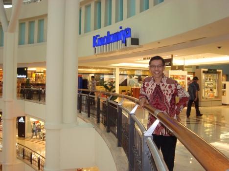 Yousri saat berada di dalam gedung Menara Petronas, Kuala Lumpur