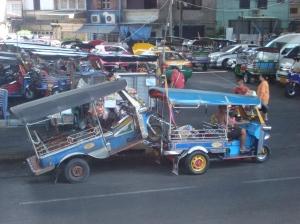 Tug-tug, bemo yang berkeliaran di Bangkok banyak yang mogok