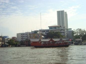 Sungai Choa Phraya yang meluap