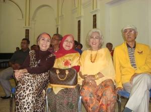 Para Eksponen 66 yang hadir pada peringatan 46 tahun Tritura di Surabaya