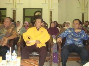 Dari kiri ke kanan: H.Mustahid Astari, HM Yousri Nur Raja Agam, Edi Purwinarto