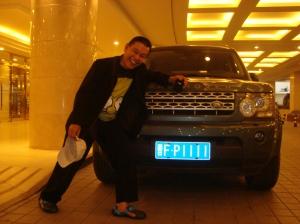 Mobil Land Cruiser bernomor polisi FP1111