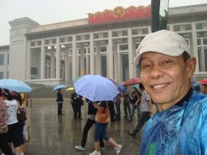 Di depan Museum Tiananmen