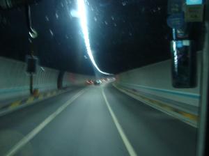 Jalan raya masuk terowongan menembus bukit di  Kota Xiamen