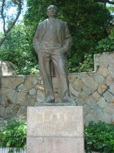 Patung pendiri sekolah musik di Pulau Gulangyu