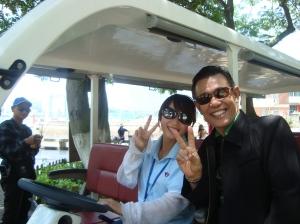 Gadis pengemudi kendaraan kelinci di Pulau Gulangyu