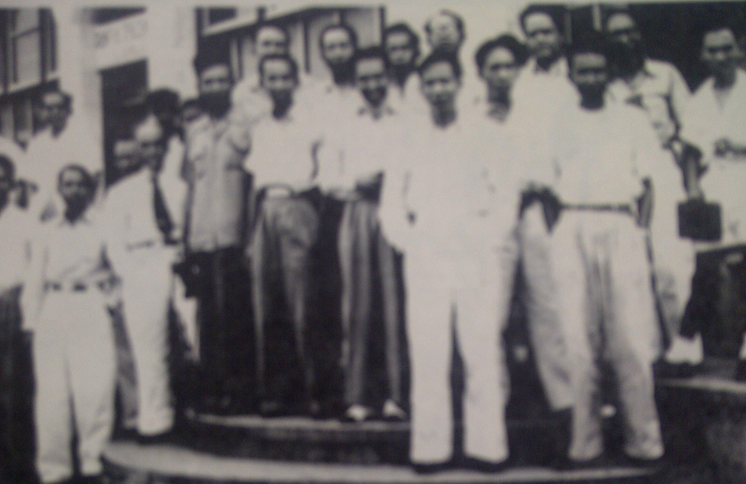Para wartawan di Balai Wartawan PWI Surabaya yang pertama di Jalan Pahlawan 16-18 (sekarang sudah dibongkar dan dibangun Gedung Bapeprov Jatim)